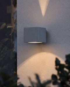 Modena Grå Square Vägglampa från Konstsmide