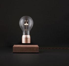 Svävande bordslampor från svenska Flyte